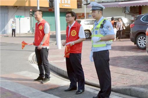 县领导带队开展交通管理志愿服务行动_副本.jpg